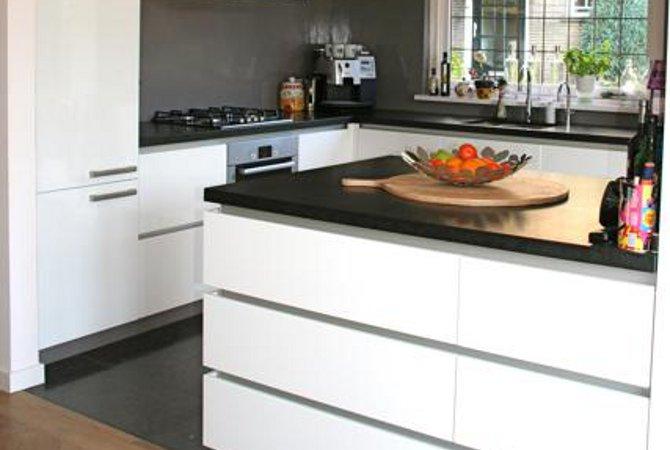 Keuken Op Maat Laten Maken Kosten : Hoogglans gespoten keuken met rvs greeplijsten