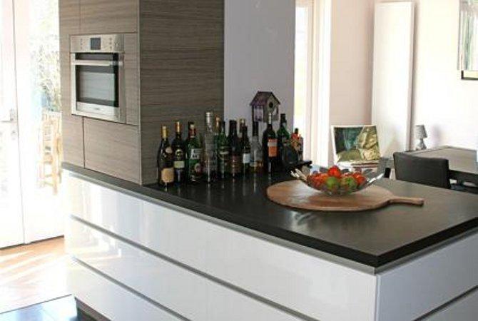 Keuken Op Maat Laten Maken Kosten : Hoogglans keukeneiland