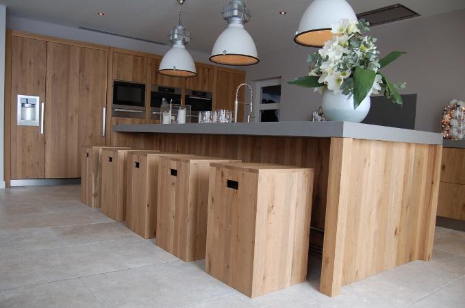 Keuken Eiken Werkblad : Massief eiken houten keuken voorzien van keramisch aanrechtblad en