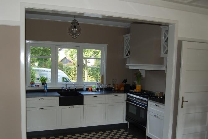 Keuken Op Maat Laten Maken Kosten : Klassieke keuken in monumentale woning voorzien van Boretti fornuis en