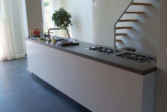 Keuken Op Maat Laten Maken Kosten : Vrij in de ruimte staande complete keuken voorzien van luxe apparatuur